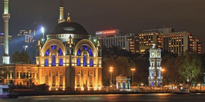Palatul Dolmabahce - locuri de vizitat in Istanbul